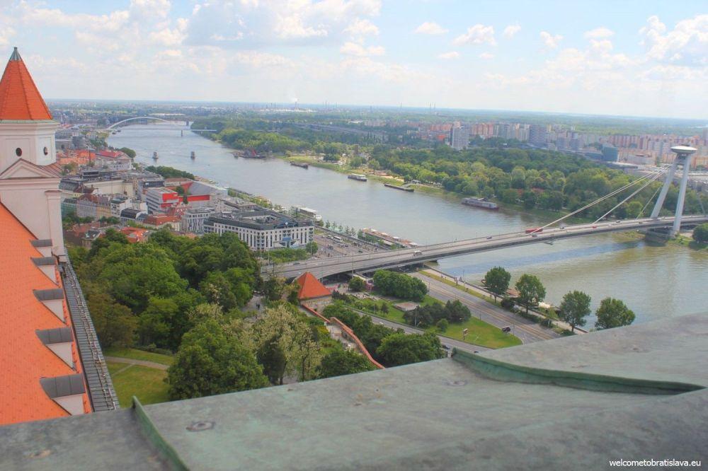 Bratislava ufo.jpg